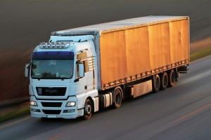 Eksperci: potrzebne zmiany w ciężarówkach, by ginęło mniej pieszych