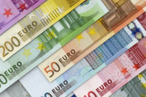 Premier Włoch znów grozi wetem wobec budżetu UE