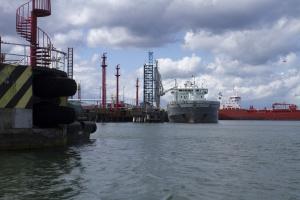 Orlen i Lotos sprowadziły mniej surowca drogą morską