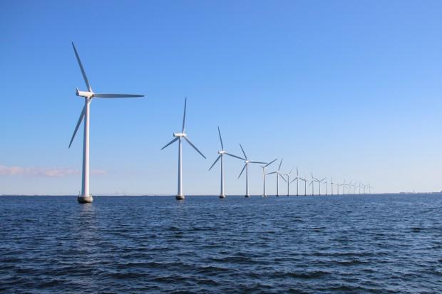 Elektrownie wiatrowe na morzu. Polska ma olbrzymi potencjał - przekonuje PSEW