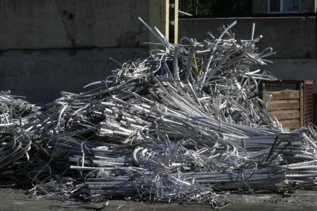 Kopanie w górze … śmieci. Celem cenne metale