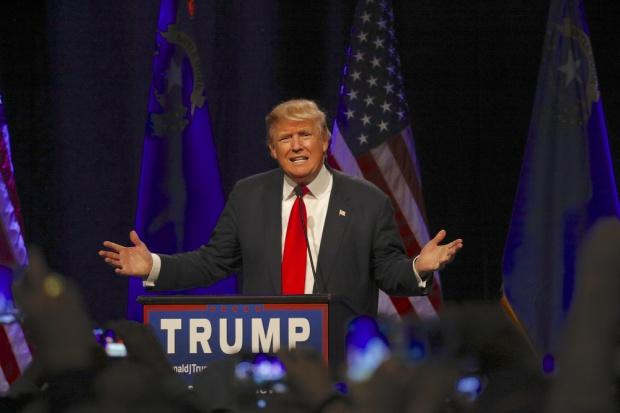 Trump dorzuca 10 mln dol. z własnej kieszeni na kampanię