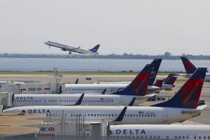 IATA krytykuje zakaz wnoszenia na pokład urządzeń elektronicznych