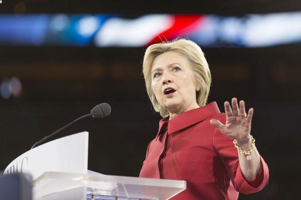 Clinton ujawniła zeznanie podatkowe: 10,6 mln dol. dochodu