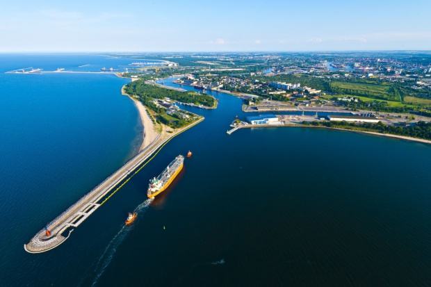 Gdańsk odbudowuje tranzyt samochodów na eksport