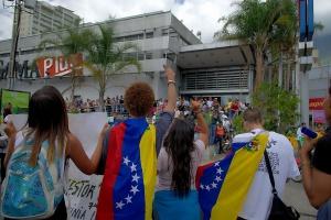 Wenezuela otwiera granice z Kolumbią, by ułatwić zaopatrzenie ludności