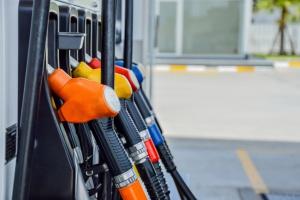 Nowy podatek dopiero wejdzie w życie a już przepłacamy miliony za paliwa na stacjach