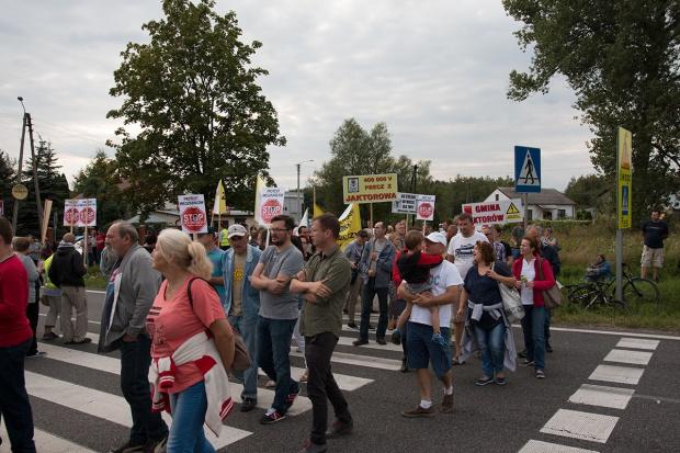 Mieszkańcy Mazowsza kontynuują protesty przeciwko lini 400kV