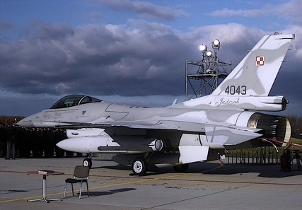 Samolot F-16 Myśliwiec Fot. Cruiser21 Piotr M. Sikorski CC BY-SA 3.0.