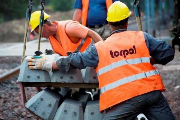 Torpol gromadzi materiały budowlane