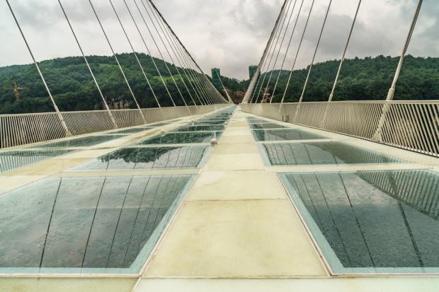W Chinach zamknięto najwyższy szklany most na świecie
