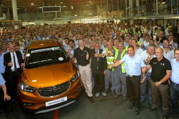 Mokka X wyjeżdża z fabryki w Saragossie