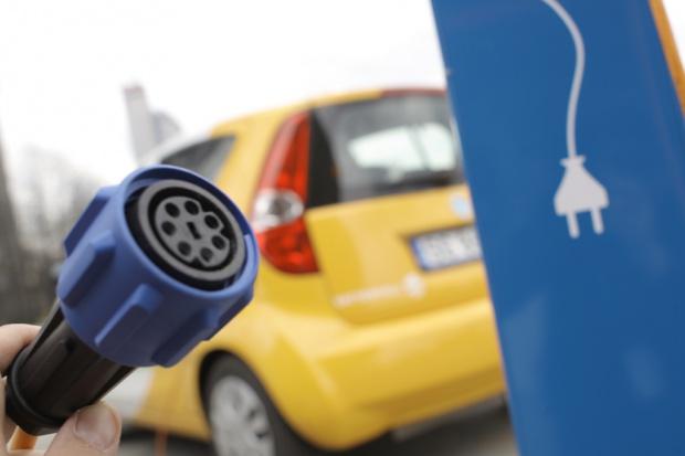 Ciernista droga elektrycznych aut