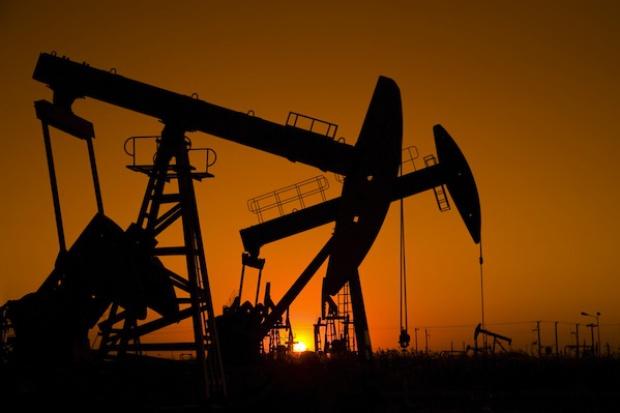 Ropa w górę w związku z rosnącym napięciem geopolitycznym