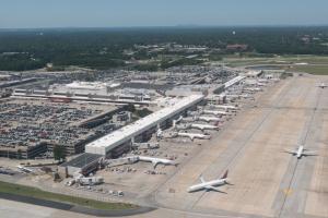 Amerykańskie lotnisko wraca do życia po energetycznym paraliżu