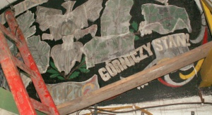 W Kazimierzu-Juliuszu wydobędą płaskorzeźby z godłem narodowym