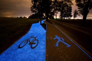 Powstała pierwsza świecąca ścieżka rowerowa w Polsce
