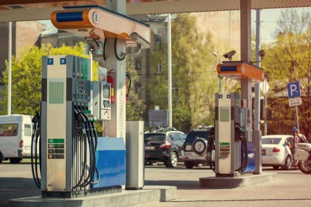 """Budżet zyska 2,4 mld zł na """"pakiecie paliwowym""""?"""