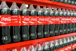 Coca-Cola zwiększa efektywność energetyczną, chce energii z OZE