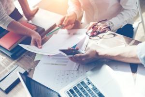 Grudniowy wzrost wynagrodzeń napędziły premie i dodatki