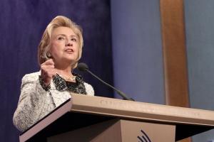 Clinton proponuje nowe ulgi podatkowe dla rodzin z dziećmi