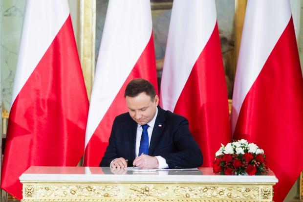Prezydent podpisał ustawę o zawieszeniu podatku handlowego do 2018 r.