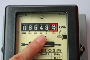 Kto i kiedy dostanie rekompensatę za drogi prąd? Mamy harmonogram