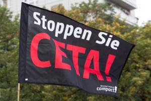Protesty i przepychanki z policją przed KE przeciw CETA