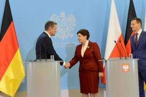 Premier Szydło: koniec negocjacji ws. fabryki Mercedesa