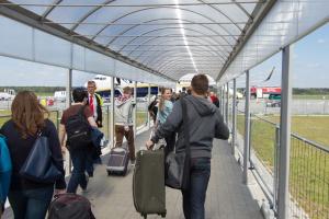 """""""Nie przenoście Modlina do Radomia"""". Kto wygra wojnę polskich lotnisk?"""