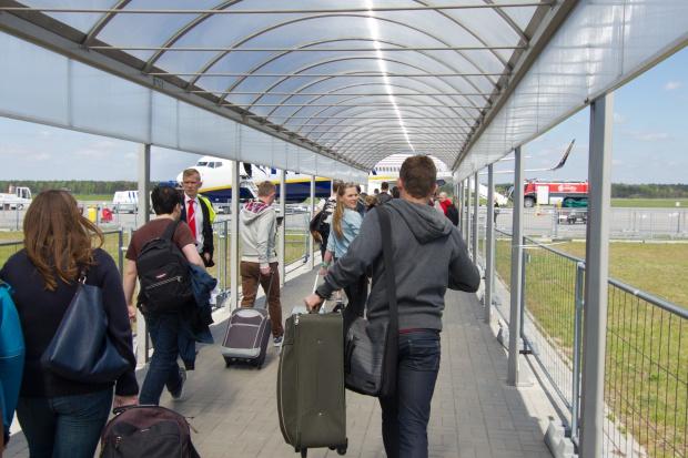 Na lotnisku w Modlinie stanął pierwszy polisomat w Polsce