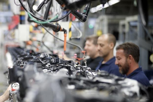 Ile będzie kosztować przyciągnięcie inwestycji Mercedesa do Polski?