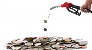 Projekt nowego podatku od paliw już w Sejmie. Kierowcy zrzucą się na drogi samorządowe