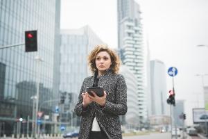Operatorzy telekomunikacyjni muszą wydać miliardy, by zarabiać