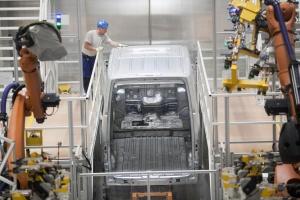 Zdjęcie numer 1 - galeria: Nowa fabryka Volkswagena we Wrześni - zobacz, jak produkują Craftery