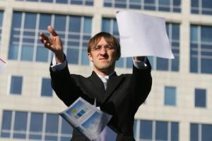 Przedsiębiorstwa tracą czas i pieniądze na papierowy obieg dokumentów