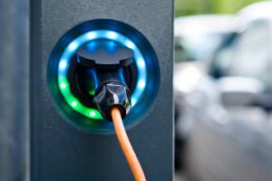 Kurierska firma buduje flotę samochodów elektrycznych