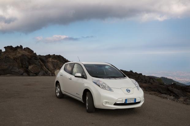 Nissan LEAF 30 kWh również w bazowej wersji