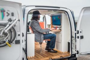 e-NV200 WORKSPACe - pierwsze elektryczne biuro na kółkach