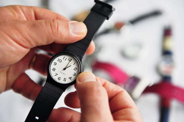 Ekspert: zmiana czasu nie ma wpływu na gospodarkę