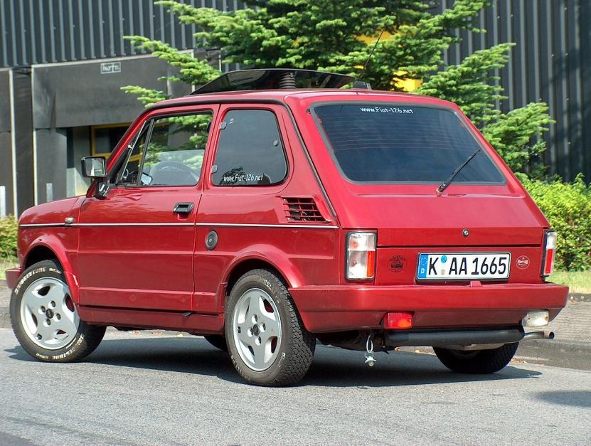 """Zdjęcie numer 6 - galeria: """"Maluch"""", """"kaszlak"""", czyli Fiat 126p. Oto legenda polskiej motoryzacji"""