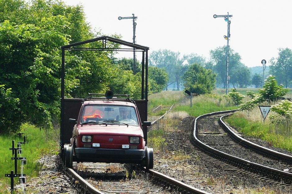 """Zdjęcie numer 10 - galeria: """"Maluch"""", """"kaszlak"""", czyli Fiat 126p. Oto legenda polskiej motoryzacji"""