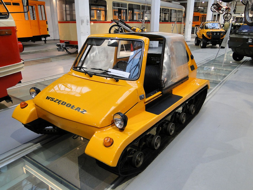 """Zdjęcie numer 11 - galeria: """"Maluch"""", """"kaszlak"""", czyli Fiat 126p. Oto legenda polskiej motoryzacji"""
