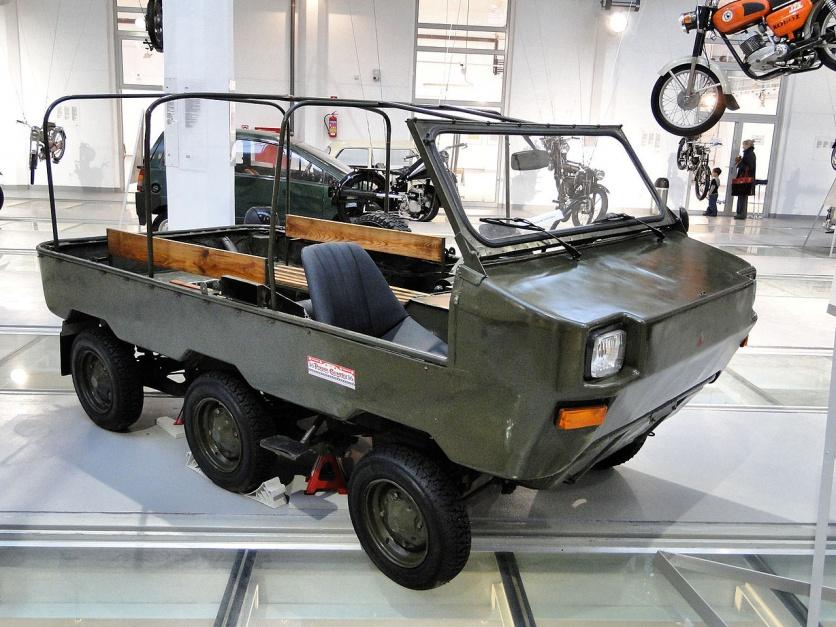 """Zdjęcie numer 12 - galeria: """"Maluch"""", """"kaszlak"""", czyli Fiat 126p. Oto legenda polskiej motoryzacji"""