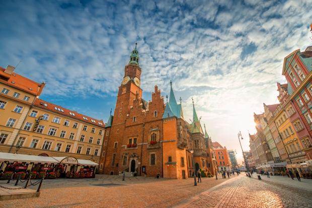 Duży producent farb i lakierów stawia na Wrocław