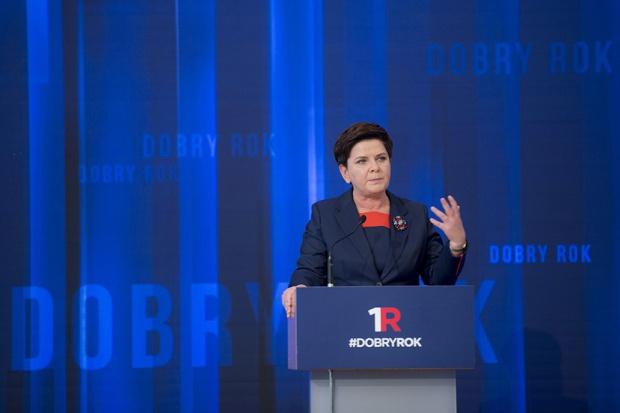 Beata Szydło podsumowała rok rządów