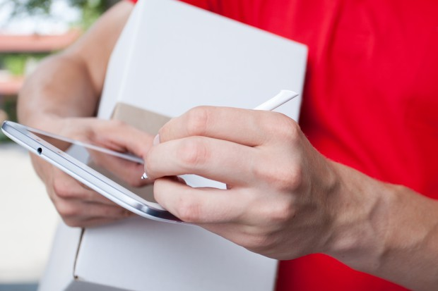 Komisja Europejska pozna i opublikuje stawki usług pocztowych i kurierskich