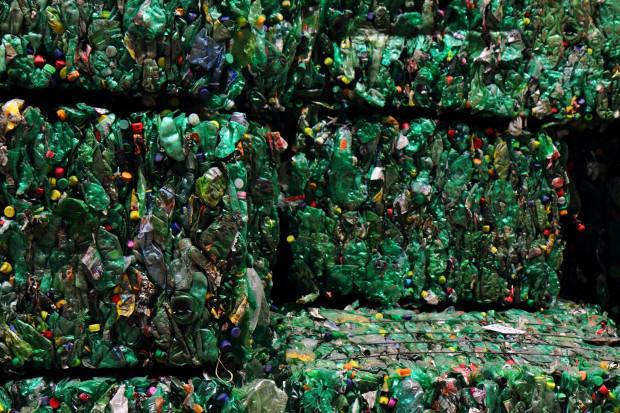 Ruszyła kampania zniechęcająca do spalania plastików w domach