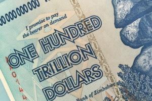 Zimbabwe wraca do własnej waluty z powodu niedoboru dolarów USA