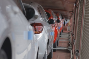 Produkcja samochodów w Polsce maleje a liczba rejestracji rośnie